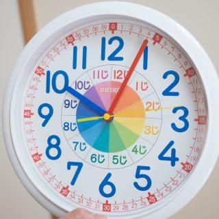 子どもが時計が読めるようになる!「セイコーの知育掛け時計」がめちゃくちゃ良いぞ!