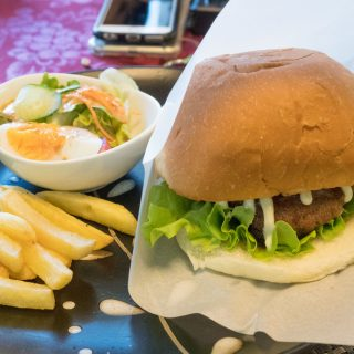 【伊豆高原】伊豆牛ハンバーガーやパンケーキ!「カフェ イーストヒルズ」がランチもカフェもオススメだぞ!