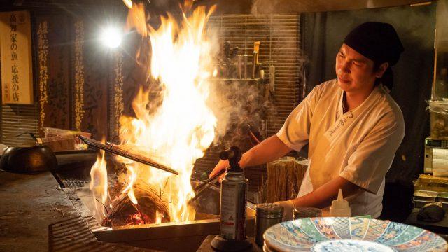 豪快な炎で焼き上げる!わらやき屋六本木でかつをや肉の藁焼きを堪能したぞ!