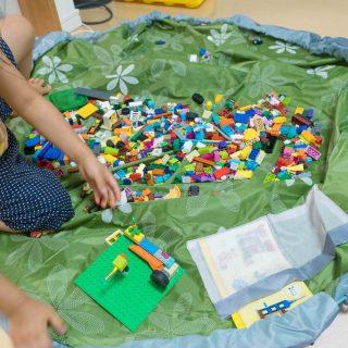 レゴなどブロック玩具のお片づけに!サッと収納プレイマットが便利だぞ!