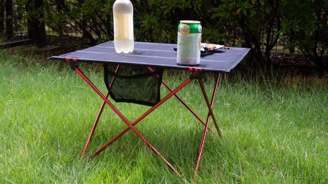 運動会やキャンプ等に便利!コンパクトに折りたためる机がめっちゃ良いぞ!