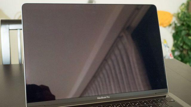 MacBook用の液晶保護フィルムに!気泡が入っても自然に消える「FEELM」がおススメだぞ!