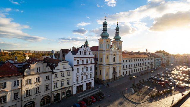 絵葉書のように美しい街並み!チェコの「フラデツクラーロヴェー(HradecKralove)」で夕焼けや夜景を堪能したぞ! #チェコへ行こう  #cz100y