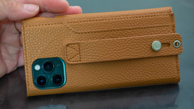iPhone11Pro用ケース!背面に取っ手とカード収納がついたPUレザーケースが高級感と安心感あって良いぞ!