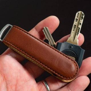 鍵を裸でポケットに入れてる人へ!スマートな革製キーケース「JIBBON」がカッコいいぞ!