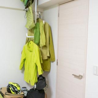 部屋の隅やスペースを有効活用!突っ張りハンガーラックが便利だぞ!