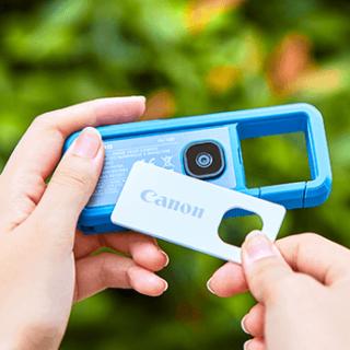 キヤノンから液晶非搭載でカラビナ型のこれまでに無いウェアラブルカメラが発表だぞ!