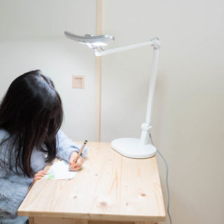 BenQの目に優しい学習用デスクライト「MindDuo」が子どもの為におすすめだぞ!