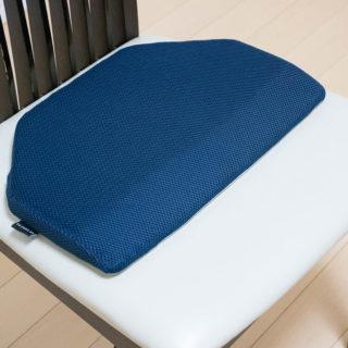 お尻の下に敷く枕?整体師が作った「OSHIRI MAKURA(おしり枕)」で首の負担を軽減できるぞ!