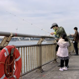 初心者が子連れで海釣り!手ぶらでもOKな「川崎市 東扇島西公園」が楽しいぞ!
