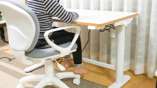 子どもの勉強机に!電動昇降機能付きデスクFLEXISPOT SD1という選択肢!シンプルな学習机を求めている人にオススメだぞ!