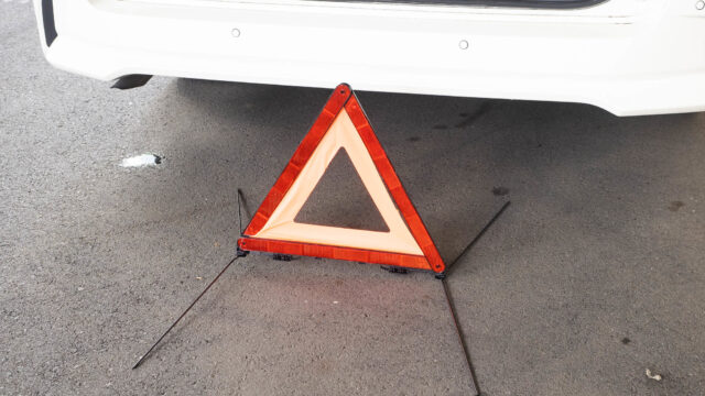 車を持つなら!いざというときのために、三角停止表示板は必携だぞ!