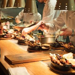 目の前で料理が仕上がっていく楽しさっ!極上のステーキが堪能できる #用賀倶楽部 が雰囲気も良く美味しいぞ!