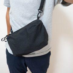 ユニクロのウェストバッグがめっちゃ便利!交換用レンズも入るし、旅行や撮影時にも便利だぞ!